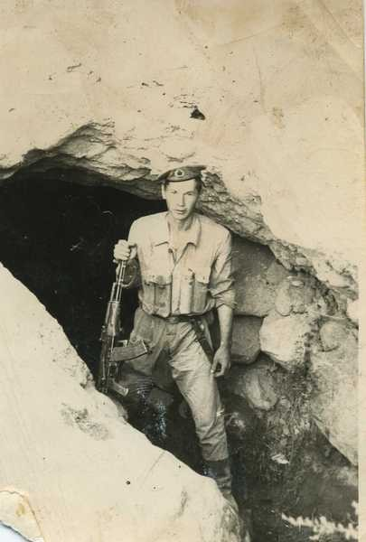 Николай Есаулков в одной из захваченных душманских пещер, июнь 1980 г.