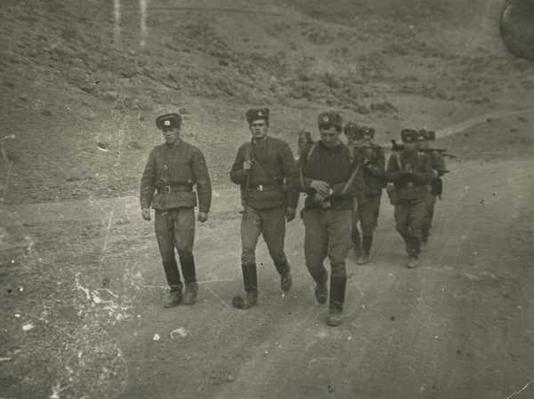 Взвод связи 80-й ОРР под командованием лейтенанта Николая Тютвина