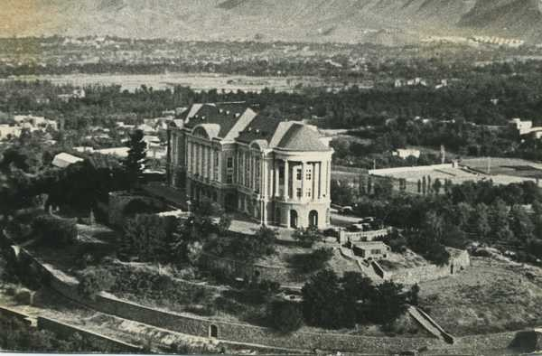 Топайи Тадж-Бек, Дворец Амина