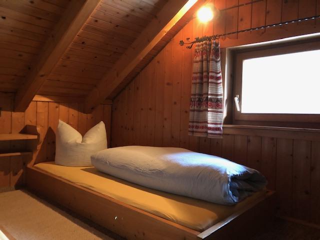 2 Zweibettzimmer in der Dachschräge