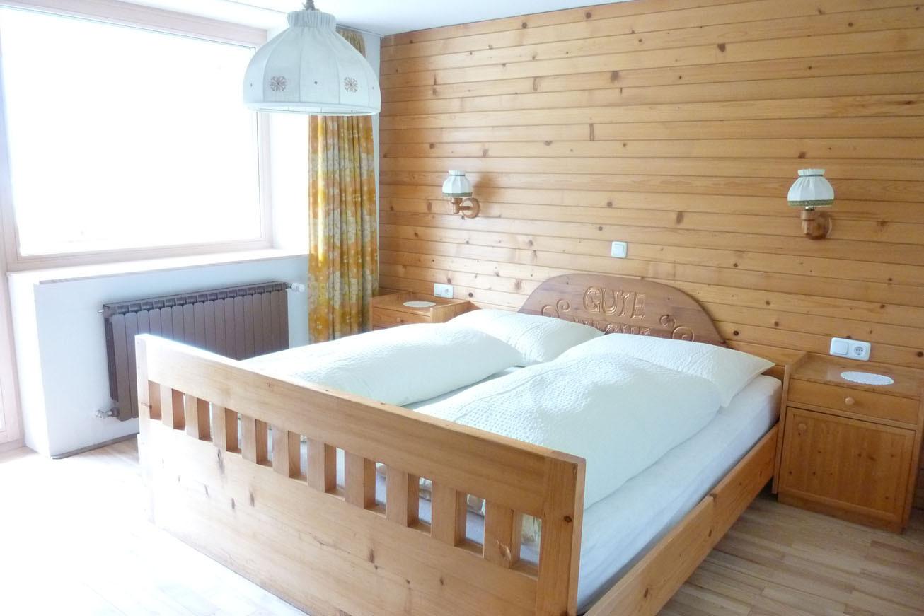 Dreibettzimmer mit Bad (Badewanne/WC)