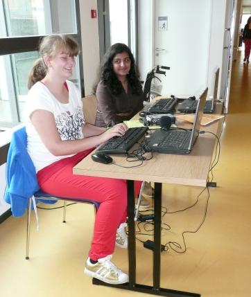 Lehrer und Schüler an der Arbeit im APH