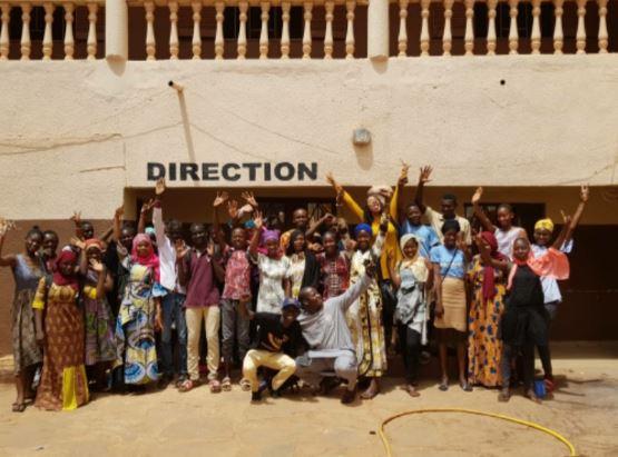 Vor einer Schule in Mali