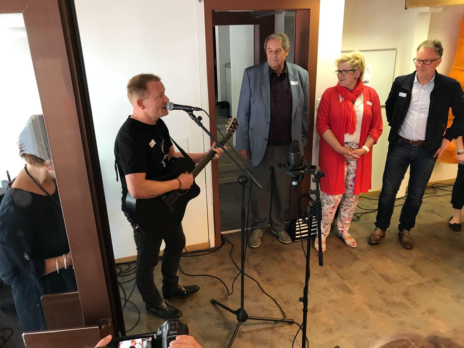 Henä, Markus Tschirren, Regierungsrätin Beatrice Simon
