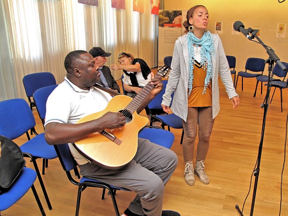 Godfrey, Musiker aus dem Kongo und Caroline Musikerin aus Biel
