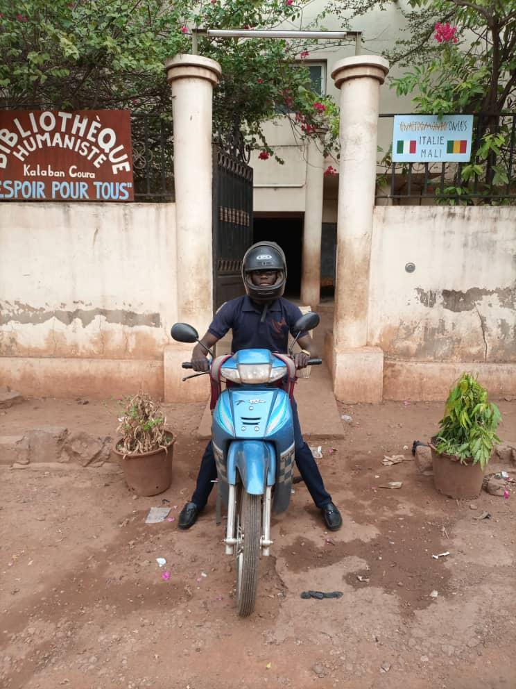 Souleymane fährt beim Zoll weg