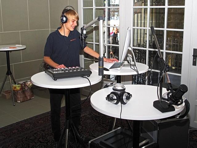 Moderator im Studio