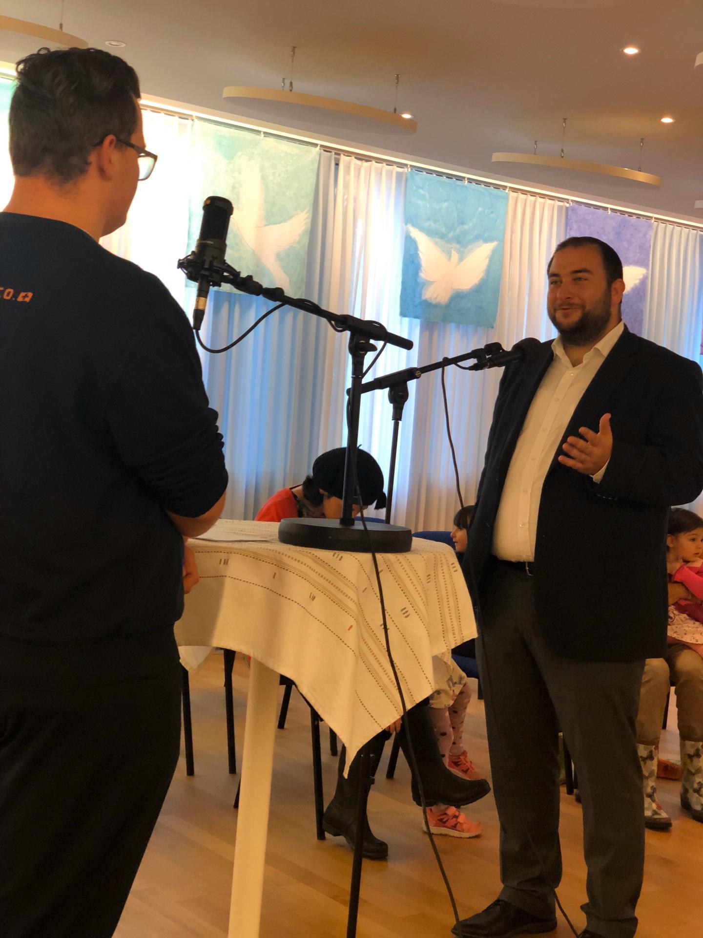 Rabbiner Michael Kohn im Gespräch mit Matthias