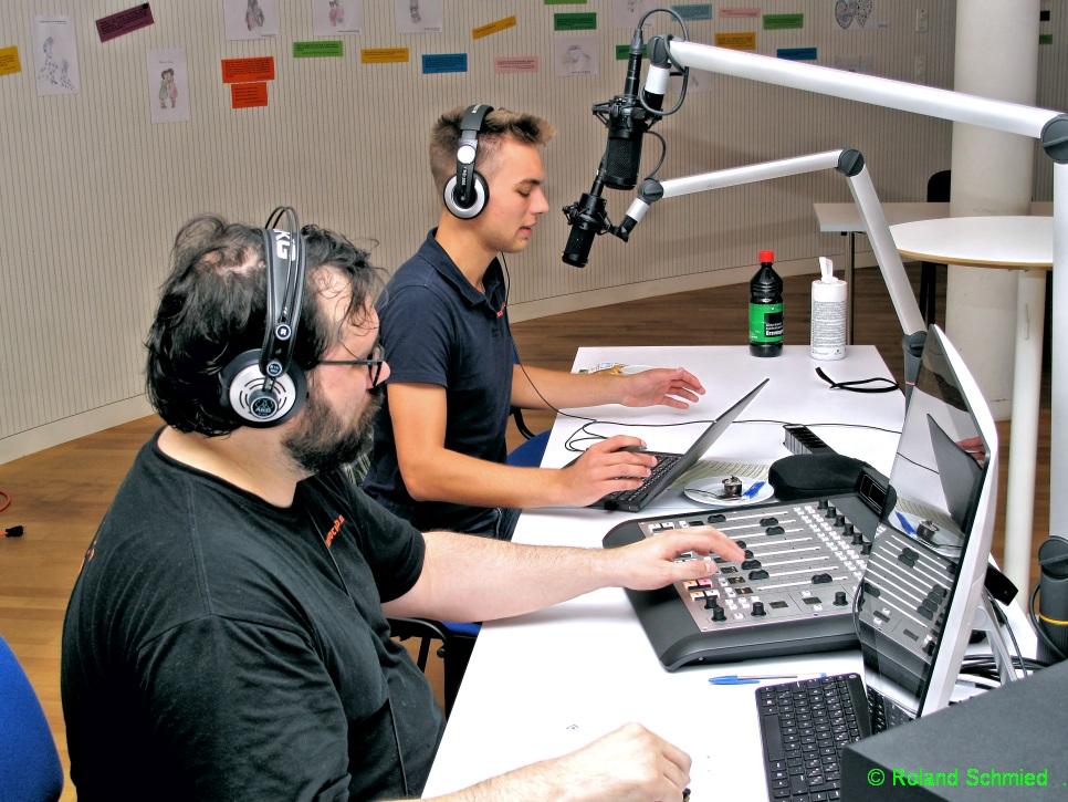 Dominic und Manuel am Mikrofon
