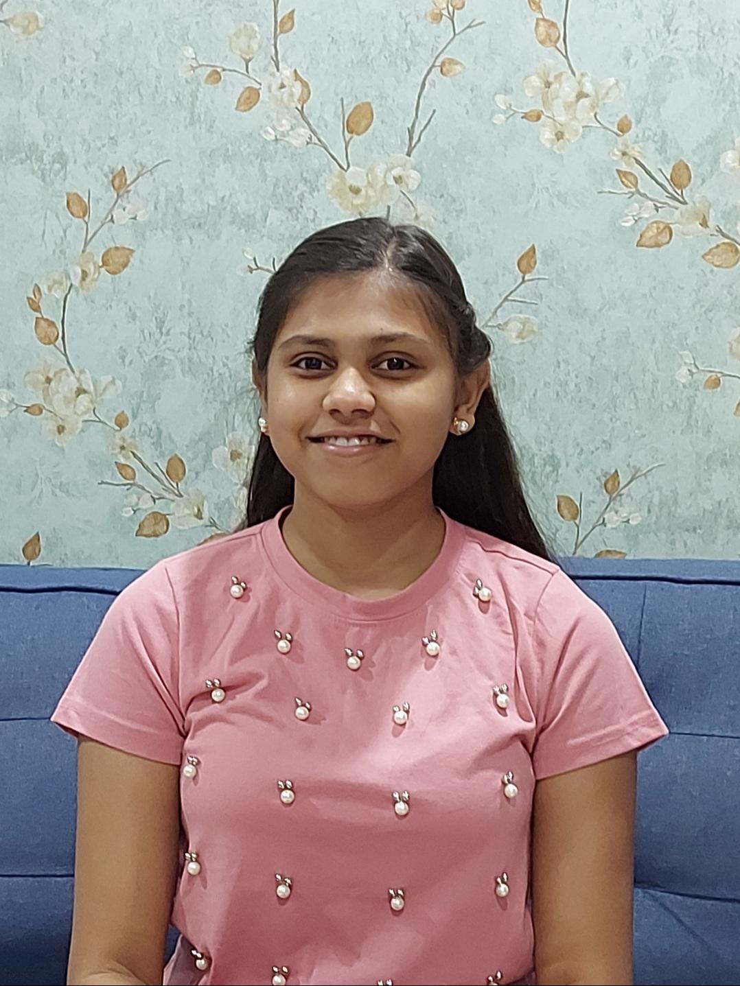 Manuja, Schülerin und Autorin aus Indien