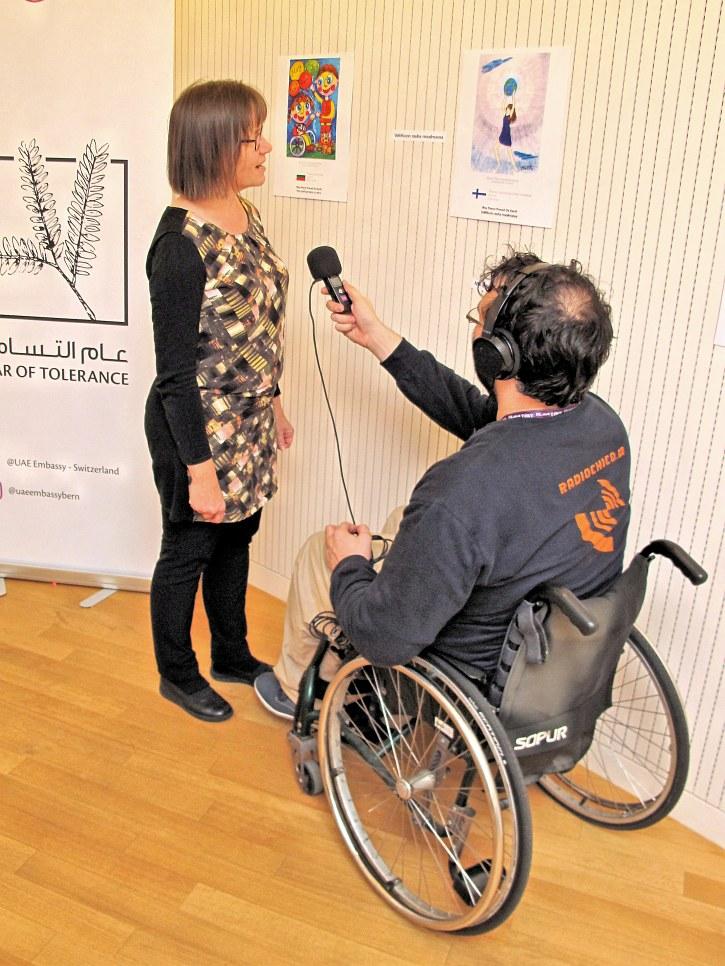 Sirpa Rajasärkkä, Finnische Botschaftssekretärin zum Bild der Friedensbotschafterin Tarina