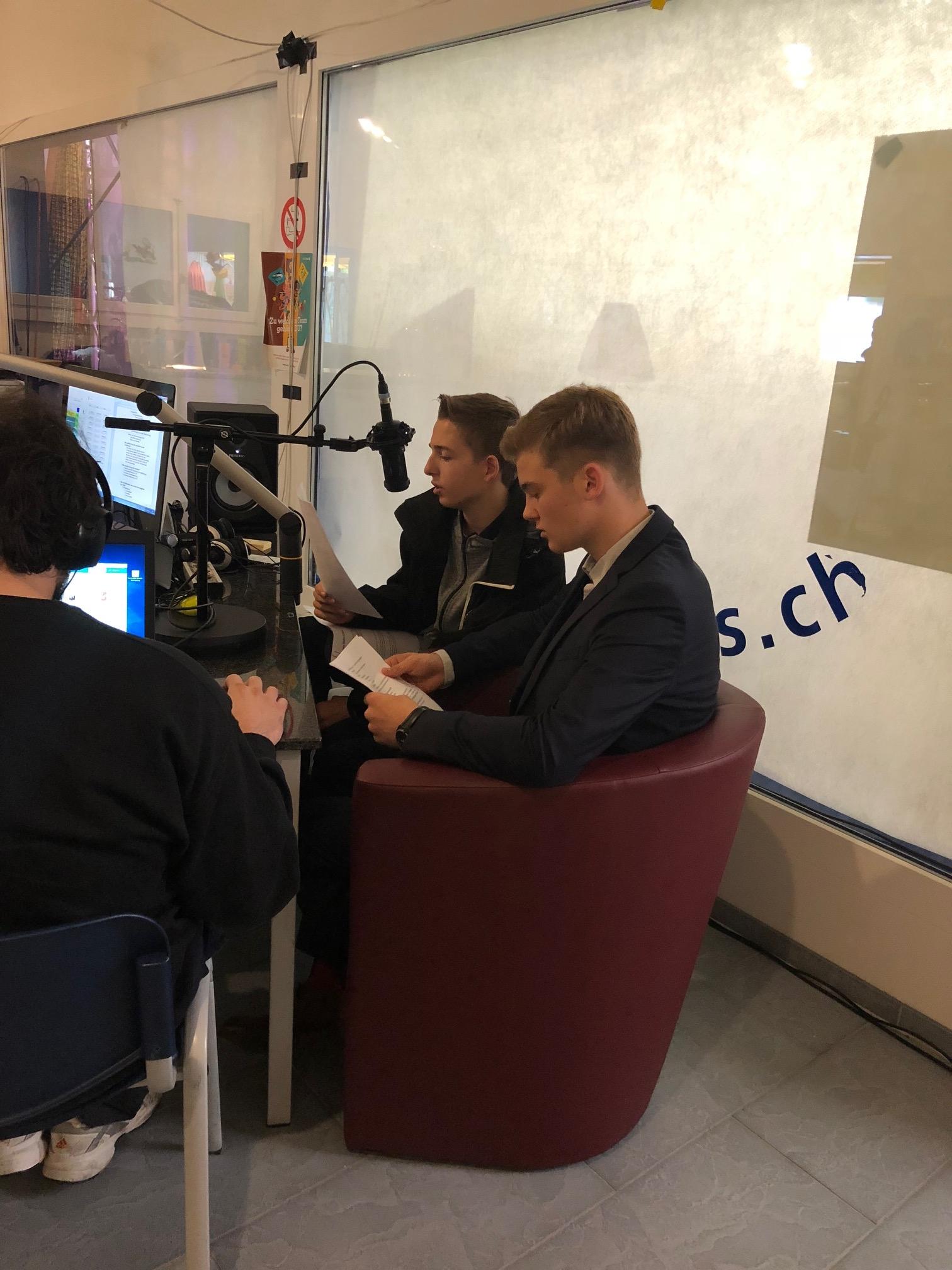 Im Interview: Lukas Peter und Elia Spizzo, Lernende der Firma Mobiliar