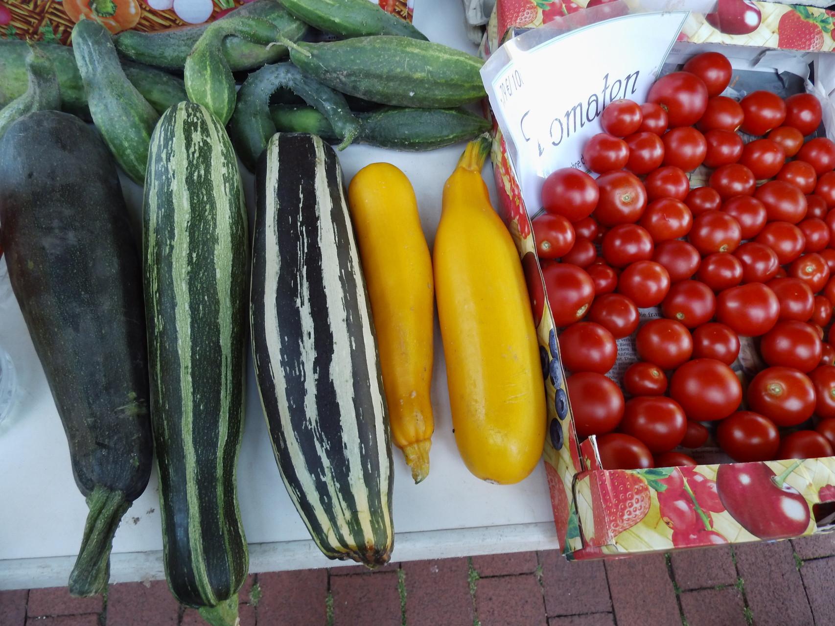 Marktstand mit eigenem Gemüse