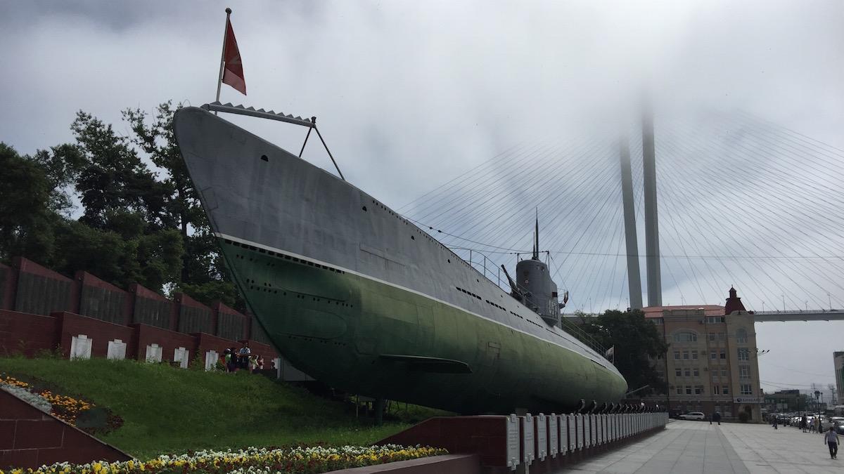 潜水艦に潜入