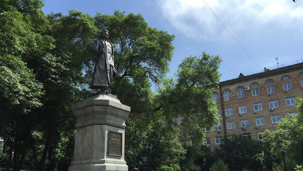 ロシア革命の戦士像