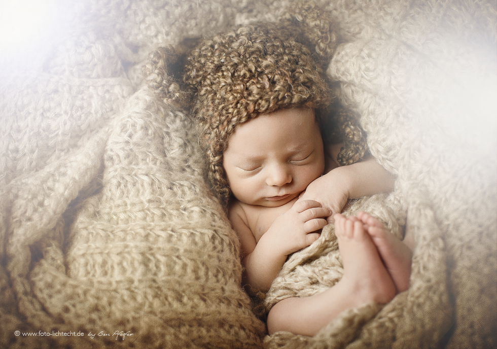 newborn shooting, newborn fotografie, fotografie, newborn, fotostudio lichtecht, fotografen deutschland, foto, fotografieren, baby, neugeborenes, entbindung, babys, babyfotos, fotos von baby, säugling, newborn fotoshooting chemnitz, chemnitz, annaberg