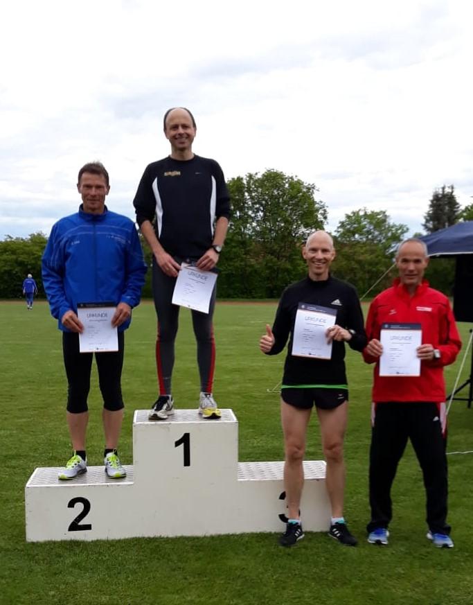 Michael bei der Siegerehrung 1500m (2. v.r.)