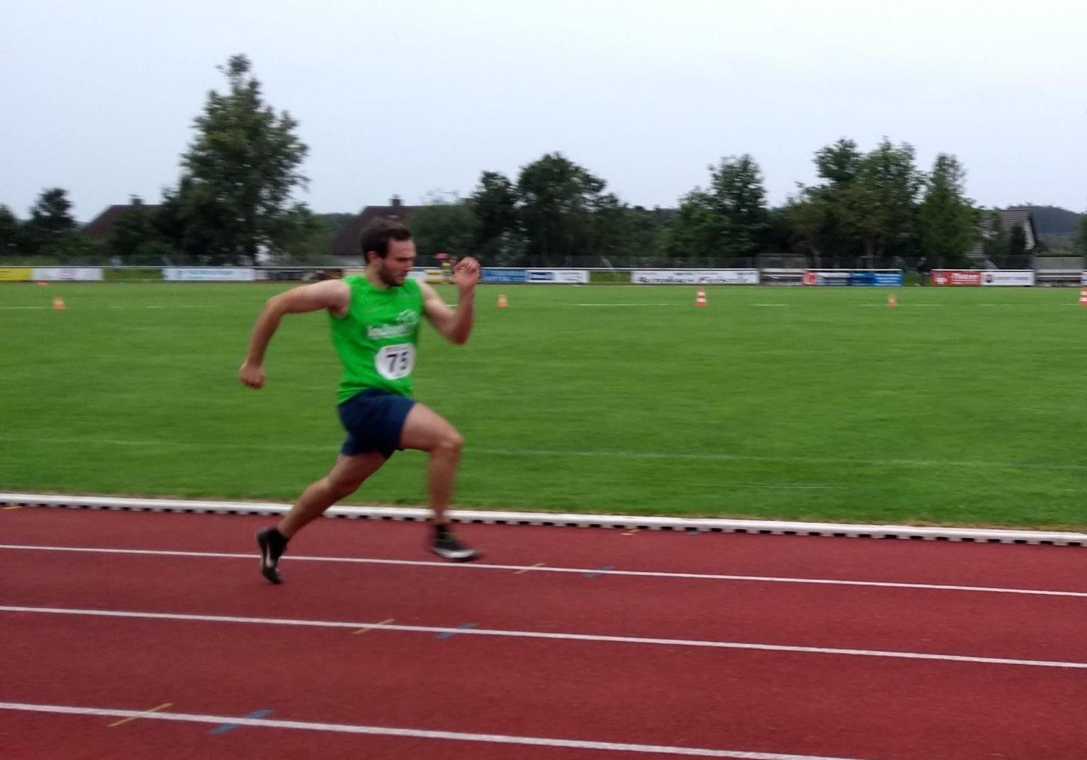 Tim auf dem Weg zur PBL über 100m und...