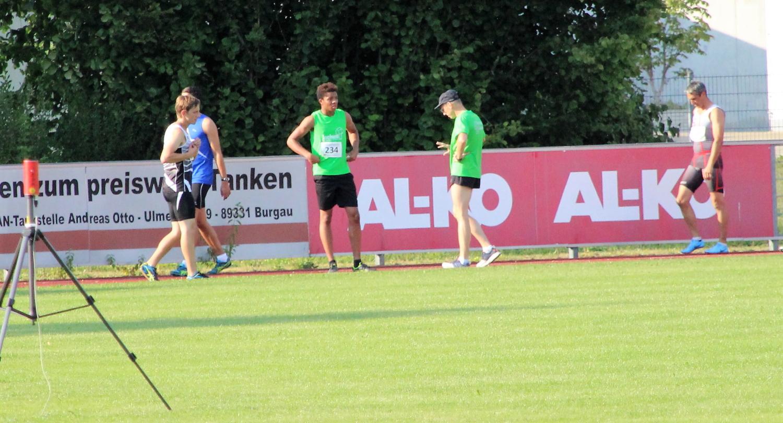 Emmanuel und Michael vor dem 100m-Start
