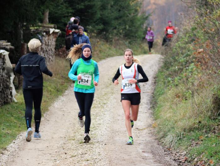Sarah Bischoff und Pia Kaiser vor dem Einlauf in die zweite Runde