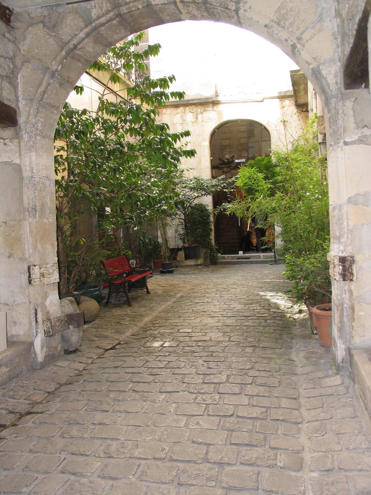 Eingang Galerie Nesle