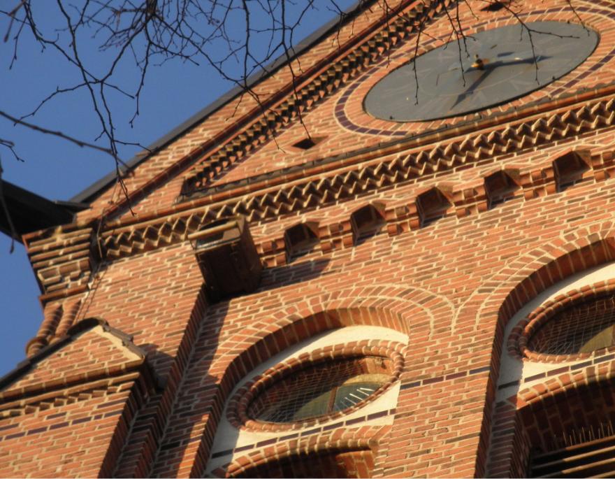Die Merscheider Kirche ist bereits seit vielen Jahren Heimstatt für Turmfalken, Fledermäuse und andere bedrohte Arten. Vor einigen Jahren wurde von der damaligen Arbeitsgruppe Turmfalken am Kirchturm ein Nistkasten für Turmfalken angebracht, der auch rege