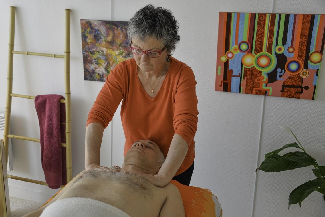 Le massage en digipuncture est complet : dos, face et visage