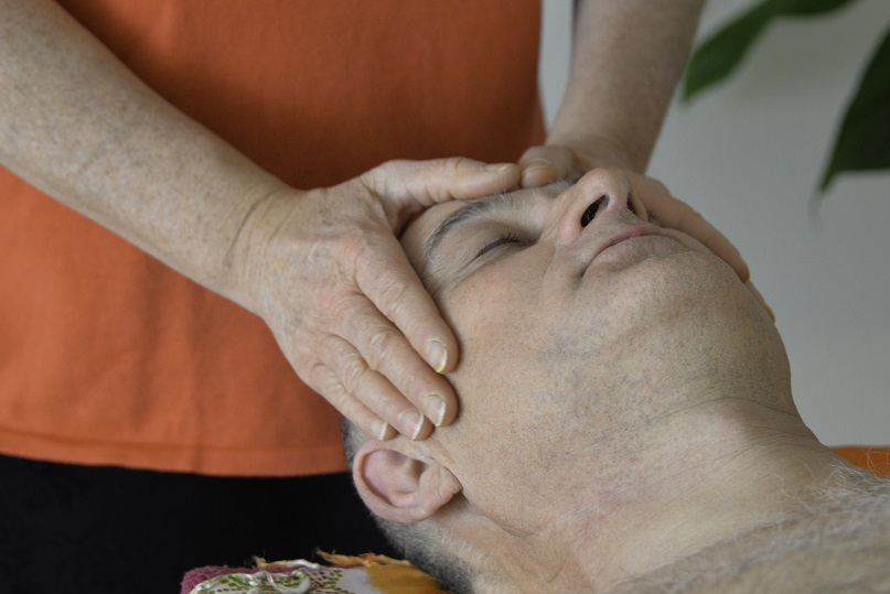 Massage du visage en digipuncture
