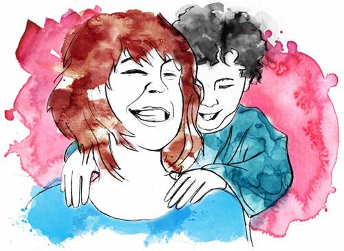 Un jeune garçon masse  les épaules de sa maman