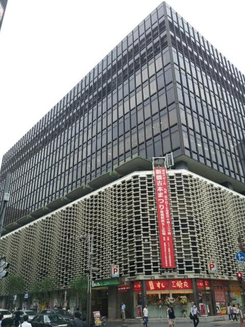 新橋駅前のビル