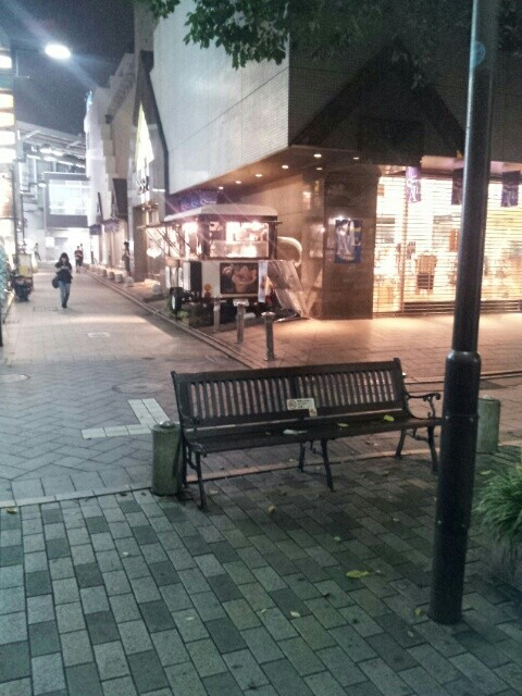 自由が丘駅南口のベンチ
