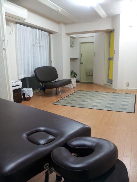 佳還処はり灸の施術室と待合