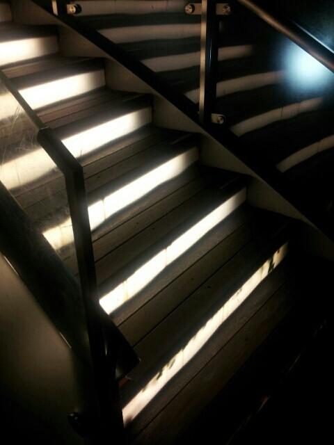 トレインチの光る階段