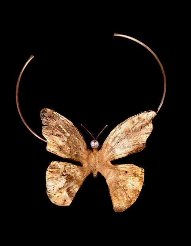 Colier fluture, cupru aurit şi perle