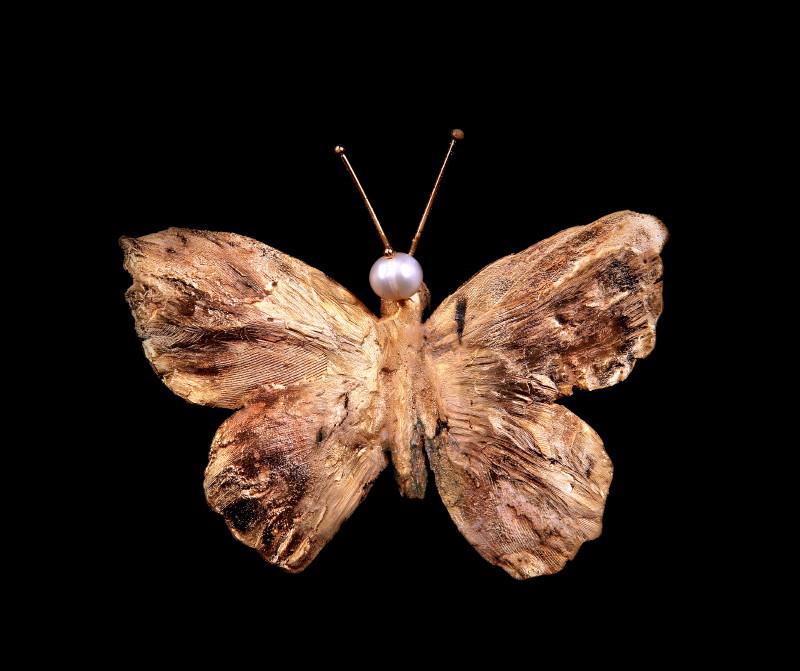 Broşă fluture, bronz şi perle