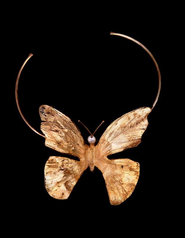 Collier papillon, cuivre doré et perle