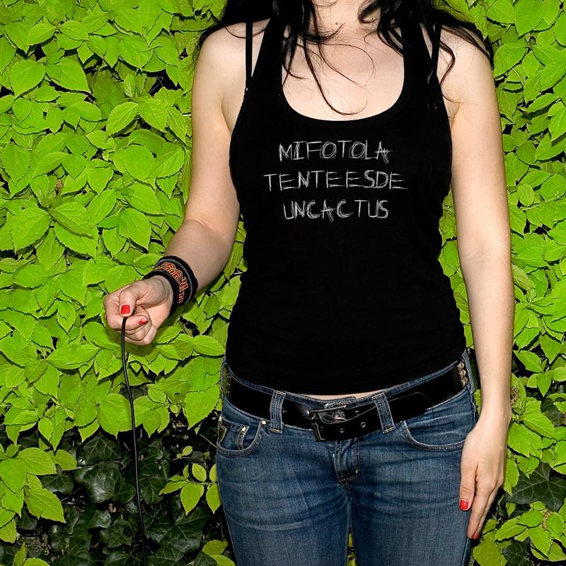 """""""Mi fotolatente es de un cáctus"""". 2006 50x50 cms"""