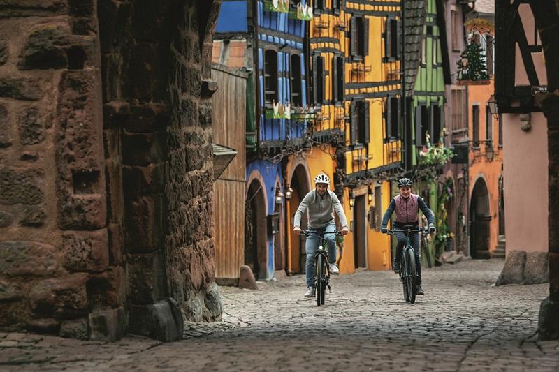 Cube Touring Hybrid, Bosch Drive Unit und Top-Ausstattung, neu günstig kaufen bei fahrrad.de, oder gebraucht bei uns