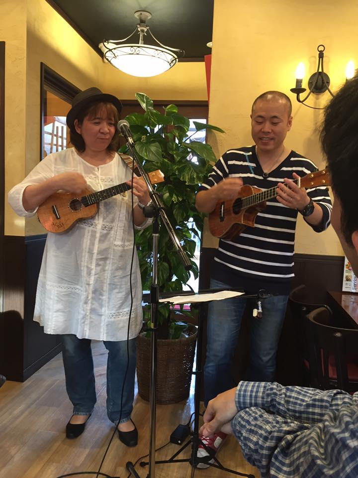 一般社団法人ウクレレサポート協会の社長、山本さんと一緒に1曲♪