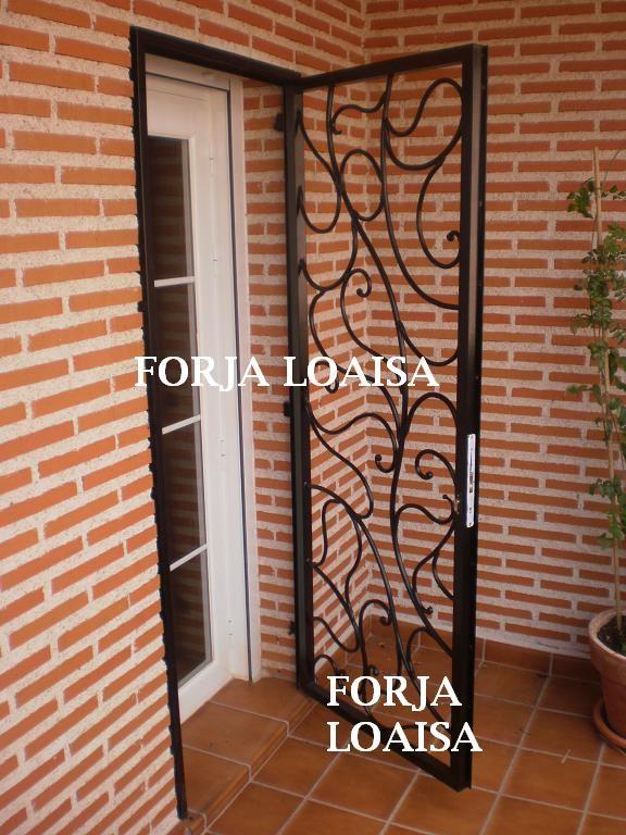 Puertas de hierro forja loaisa for Modelos de rejas de fierro para puertas