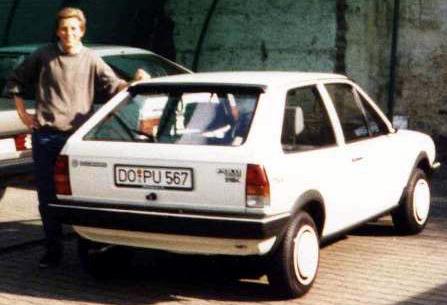Tadahhh! Das erste echte Auto. Polo Fox Coupé, 1986 für 13.300 DM gekauft. Es gab satte 5% Rabatt.