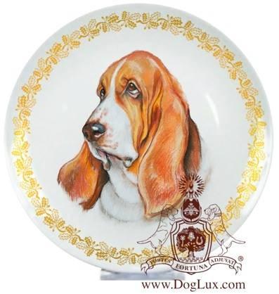 Сувенирная тарелка с изображением бассет-хаунда. Фарфор.