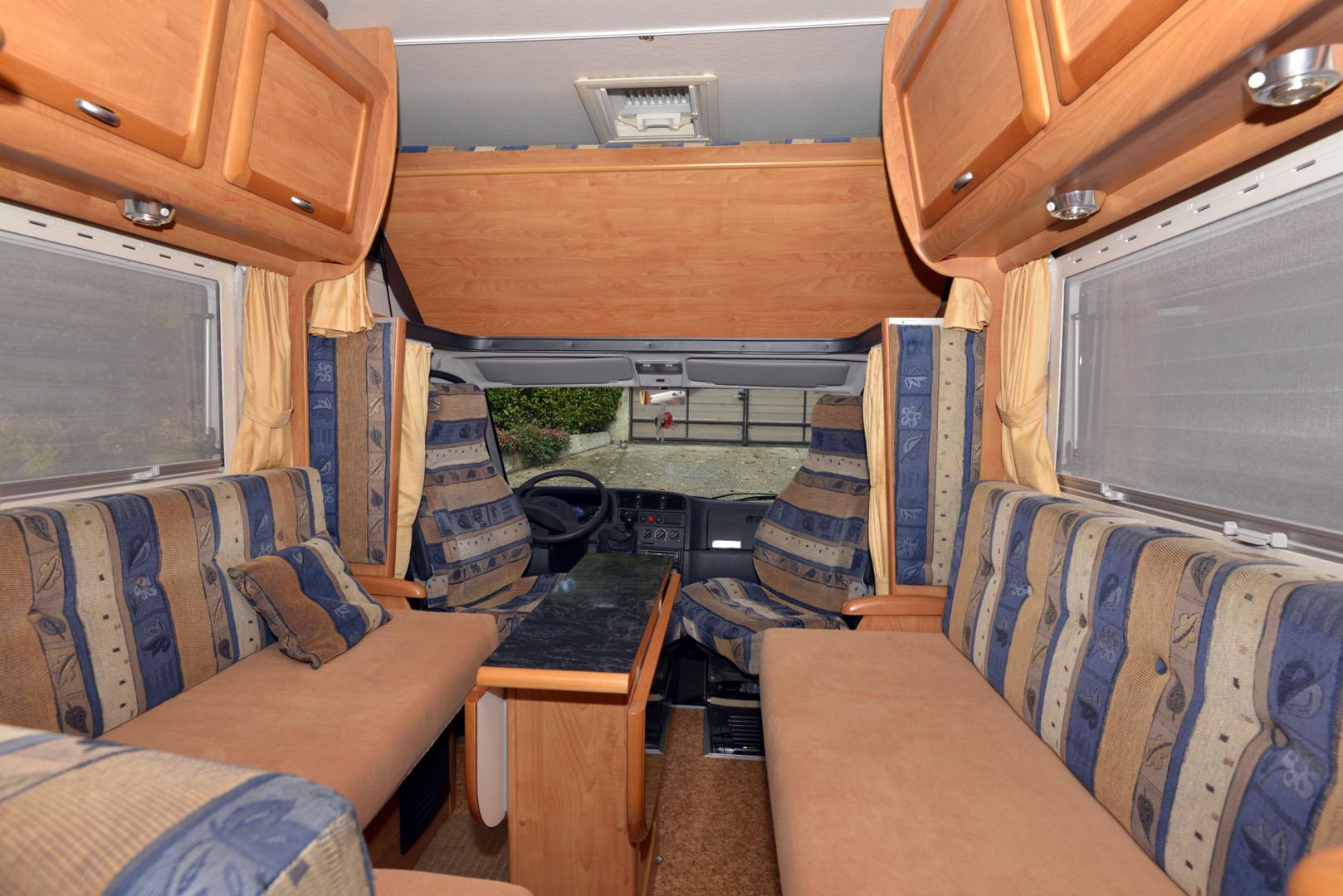 notre camping car islande en camping car. Black Bedroom Furniture Sets. Home Design Ideas