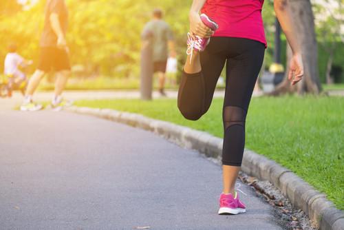 準備運動をしっかりして体を動かす準備をしましょう。