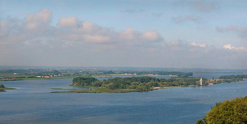 Schweinsesand island in the river elbe