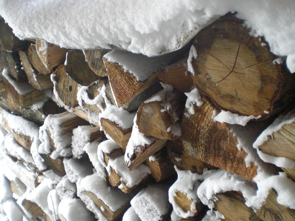 蒔きストーブで冬暖かく