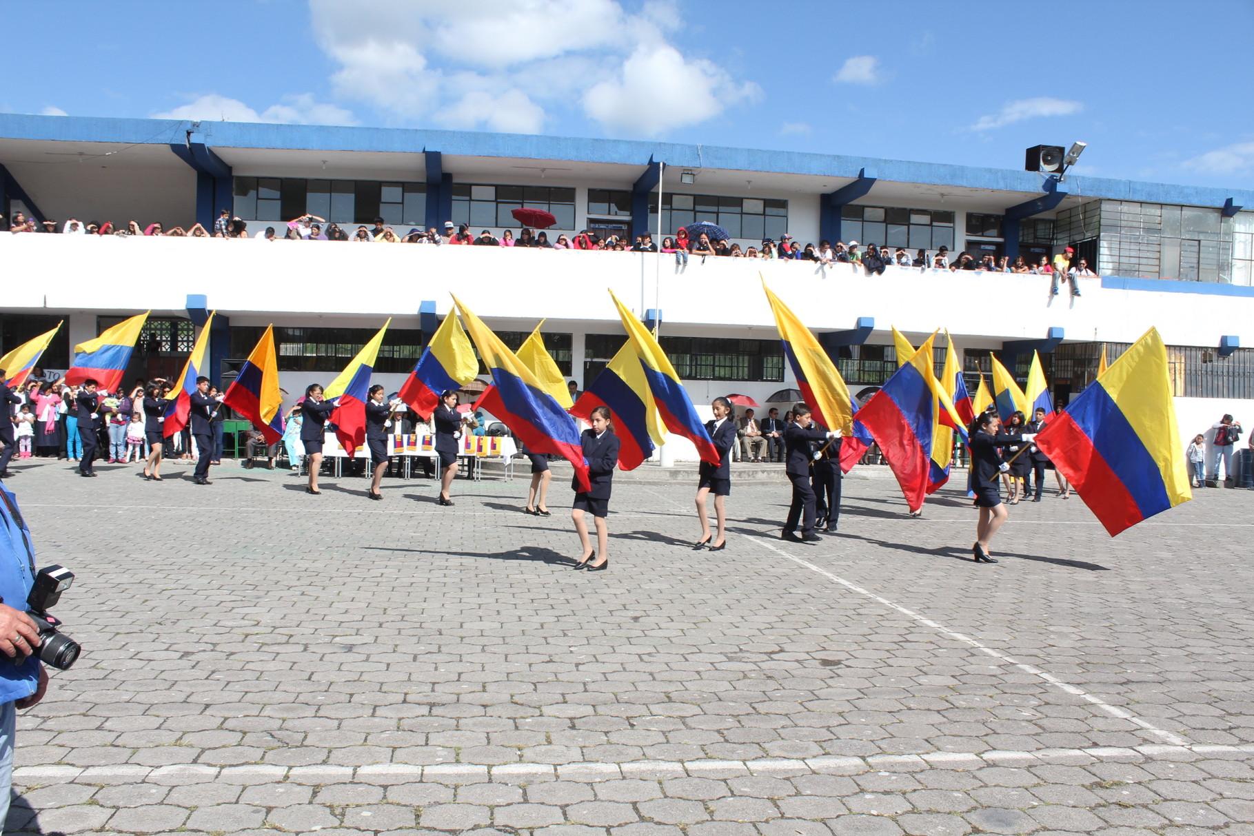 Alegoría de Banderas con los mejores estudiantes del Colegio.