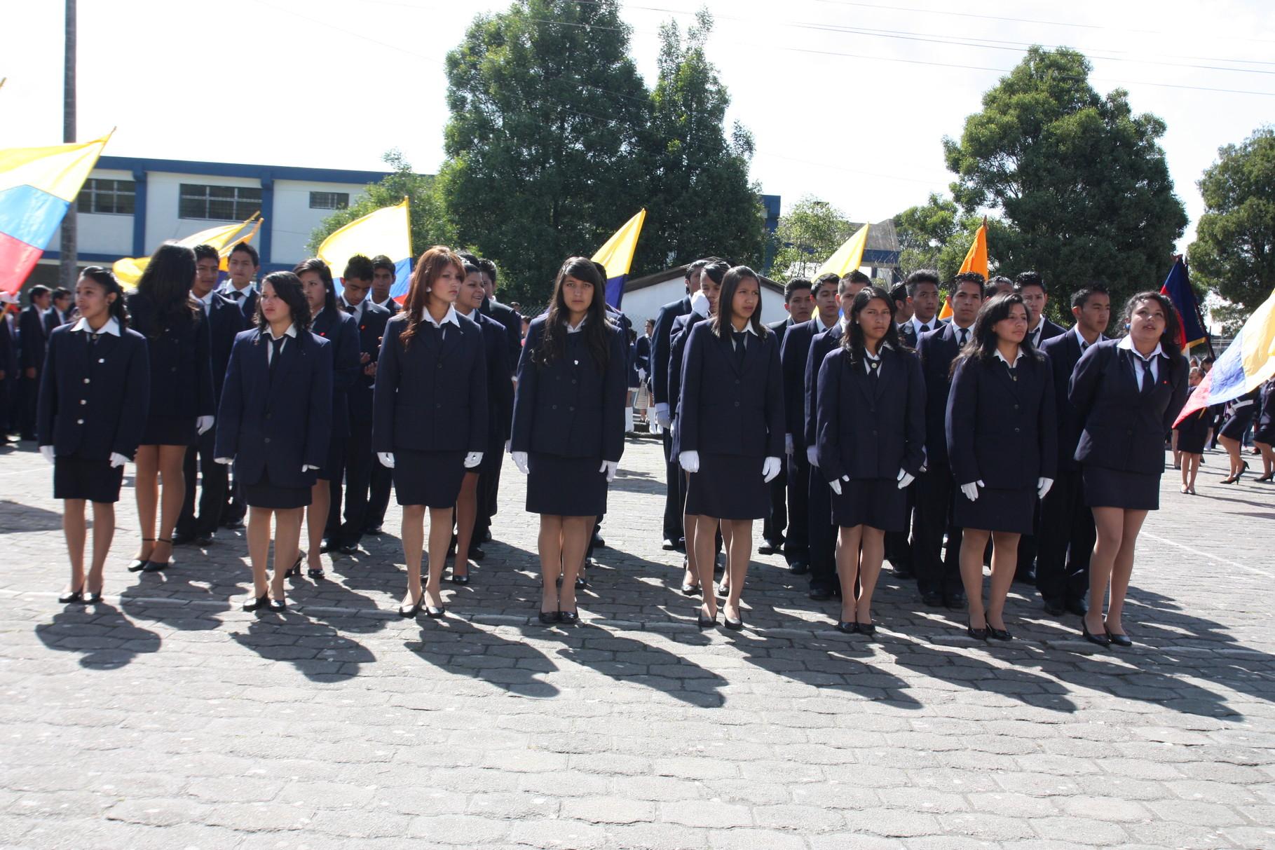 Estudiantes de los 3ros años de Bachillerato del Colegio