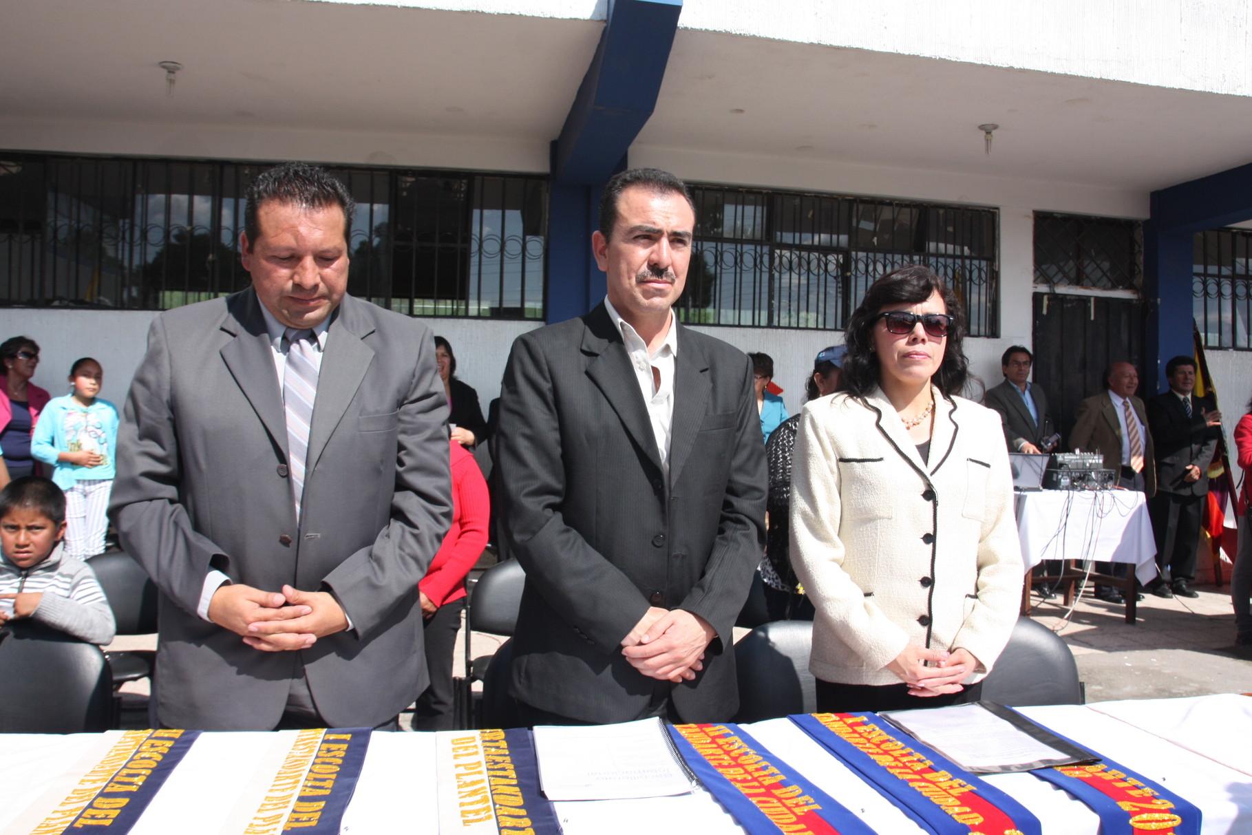 MSc. Fanny Monteros-Rectora, Dr. Miguel Valarezo-Vicerrector, Lic. Marco Chicaiza-Inspector General (e) Autoridades del Colegio