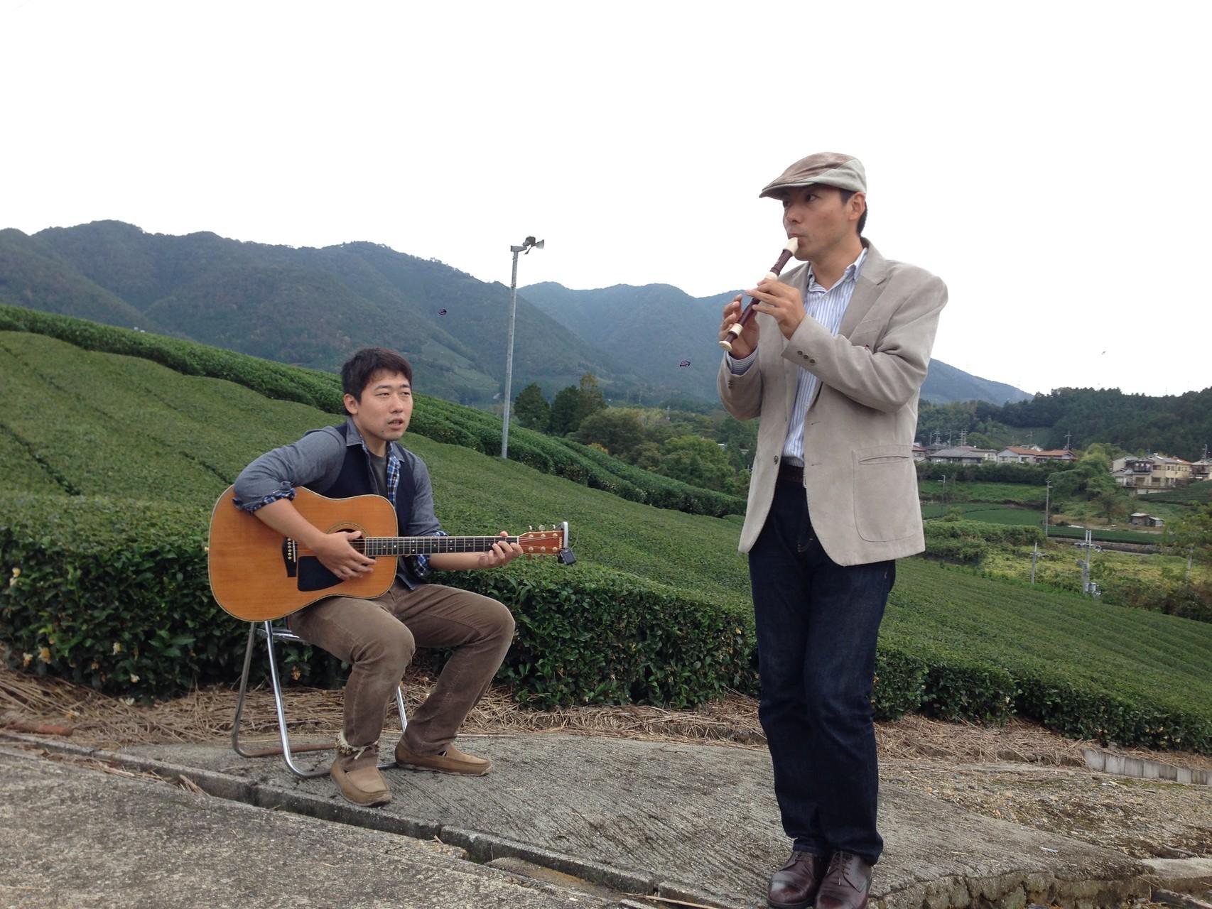 茶源郷まつり♪ なんとお茶畑で演奏する機会が!